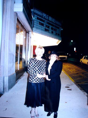 Sra. Barbaranne Marion y Sierva de Dios María Esperanza, estreno de video Time for Mercy, Media, PA, EE.UU. (24-09-1994)